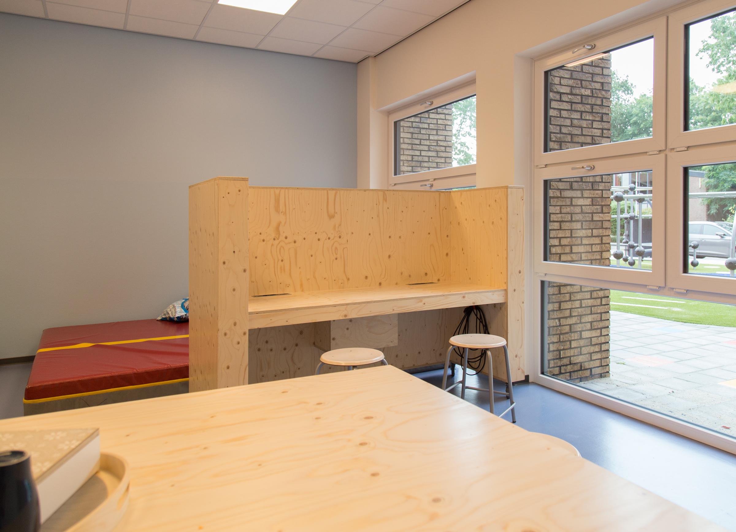 Schoolmeubilair rensvanbemmel ambachtelijk meubelmaker en