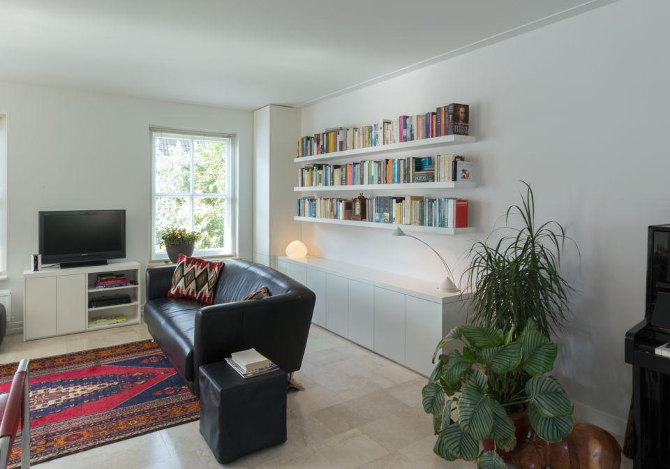 Zwevende boekenplanken